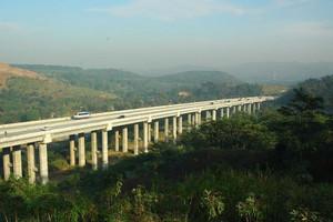 Proyek_jalan_tol_cisumdawu3